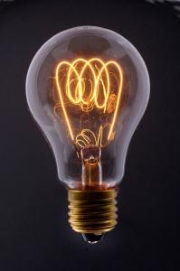 Glühbirne mit glühendem Glühfaden