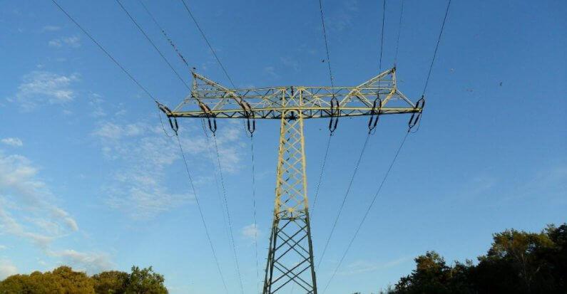 Hohe Stromkosten durch Netzentgelte: In Ostdeutschland zahlt man mehr